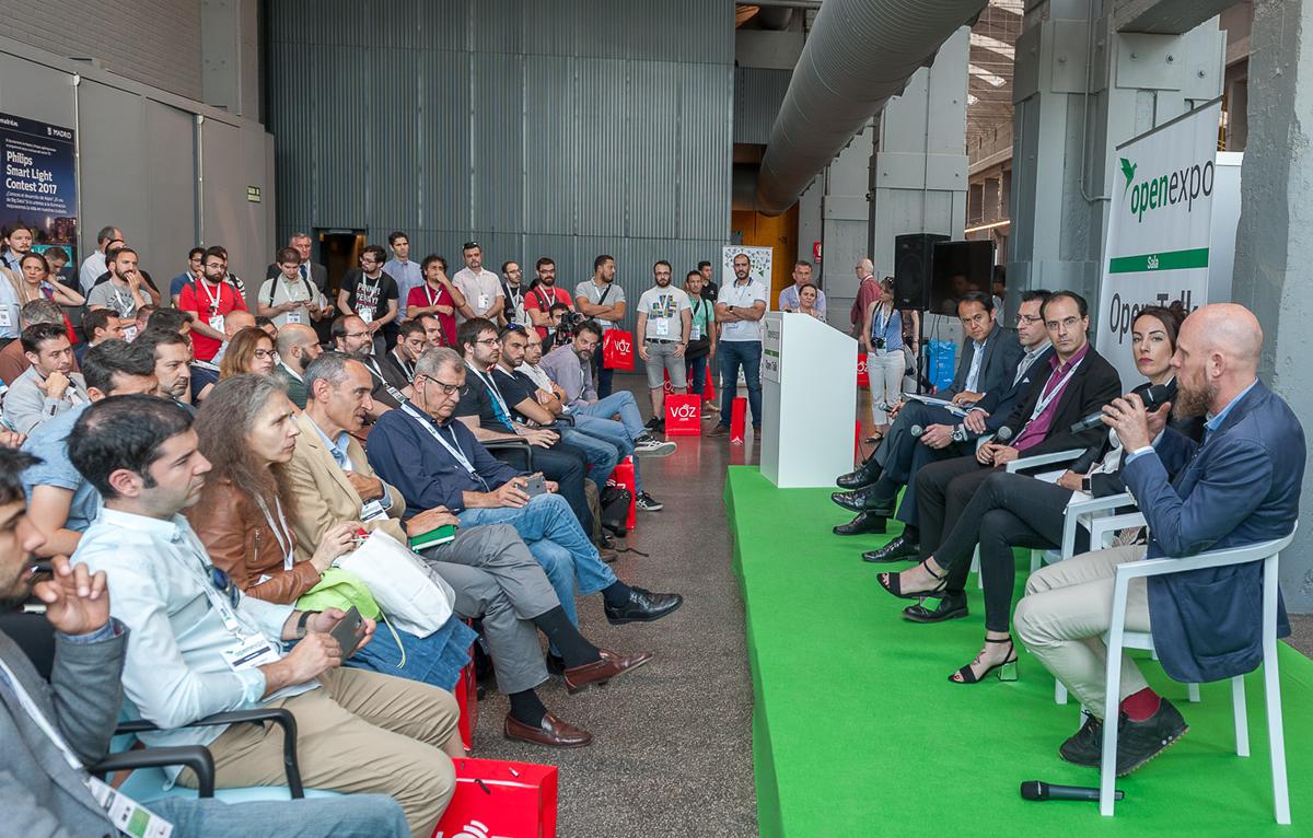 """La mesa """"Blockchain: Una oportunidad para la Sociedad, La economía y la Industria"""" fue la más exitosa de OpenExpo atrayendo a más de 100 espectadores."""